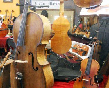 バイオリン族の楽器たち(バイオリン/チェロ/ビオラ/コントラバス)