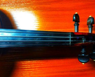 バイオリンの指板の窪み(くぼみ)や色剥げ(塗装の色落ち)対応方法