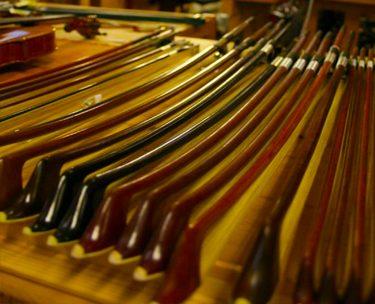 カーボンファイバーでできたバイオリン弓