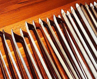 バイオリンの弓の毛替えの量が工房によって違うのはなぜ?