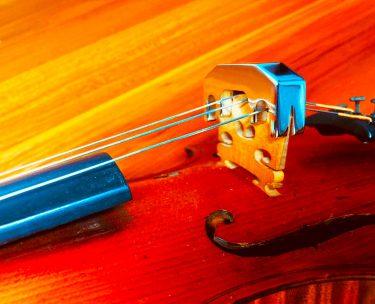 消音機を付けてバイオリン演奏すると、外してもは響かなくなる?