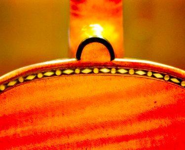 バイオリンのボタン(ネックの付け根)の黒い輪について